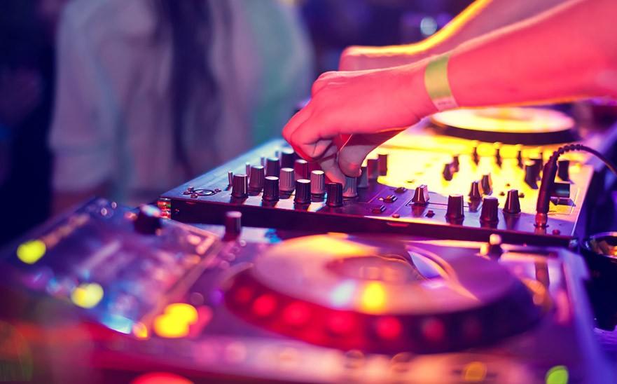 MÚSICA, DJ's, AMBIENTE...